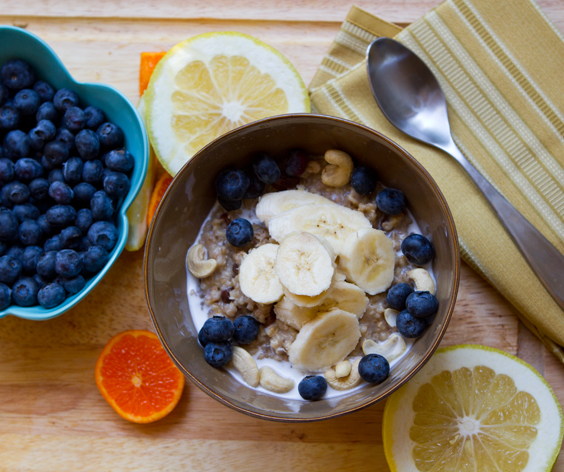steel-oats-fruit-berries1, oatmeal, fruit, lower ldl cholesterol fast, normal cholesterol levels, blueberroes