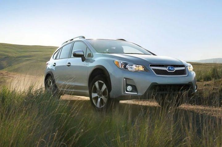 10-best-hybrid-cars-under-30000-2016-subaru-xv-crosstrek-hybrid-16-880x445