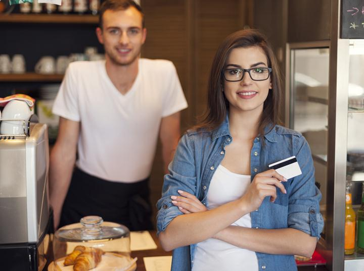 what-a-small-business-credit-card-application-entails-featured-image